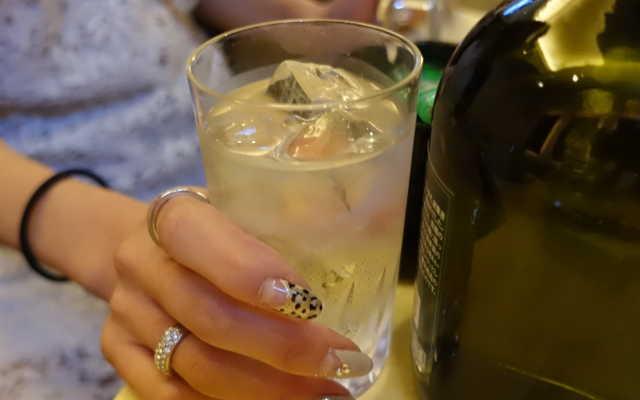 アルコールの割り水に最適なシリカ水のイメージ画像